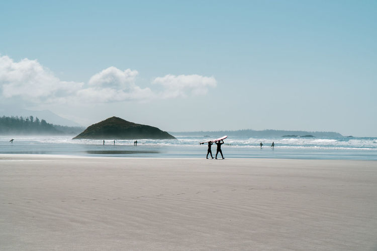 Having fun in Tofino Sony A6300 18-105mm Travel Destinations Tourist Attraction  Tourism Destination Idyllic Idyllic Scenery Surfing Surf Lifestyles Lifestyle People People Photography Life Is A Beach Beach Canada Coast To Coast British Columbia Vancouver Island Sky Water Land Sea Cloud - Sky Beauty In Nature Real People Mountain Scenics - Nature Sand Nature Day Men Outdoors Life Tranquil Scene Tranquility Non-urban Scene Horizon Over Water