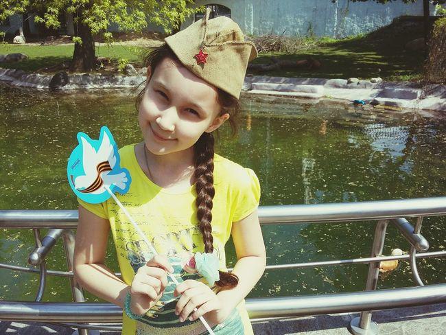 9 мая 2016 9 мая 9 мая день победы девочка в берете московский зоопарк московскийзоопарк День Победы