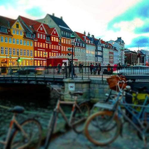 """New haven"" Nyhavn. Copenhague. Nyhavn Newhaven Denmark Dinamark Dinamarca Copenhagen Winterholidays Winter Canal Bicycle Building Nice NiceShot Beautiful Color Igdenmark Ig_denmark Europecity Europa Europe Sky Clouds Love"