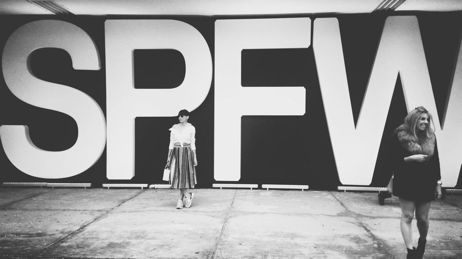 SPFW: The world fashion! Streetphotography Monochrome Streetphoto_bw Monoart Mobliephotography EyeEmBrasil