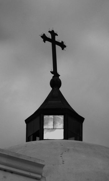 Torre de iglesia en Lunahuana. Church Cruz Architecture Cross Iglesia Religion Spirituality