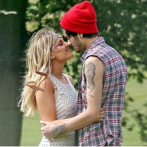 Awh!!!:') My heart!<3 Zainmalik Perrie Perrieedwards Zayn Zerrie Directioners Mixers