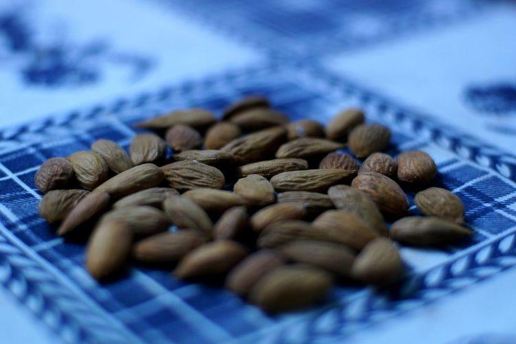 Almonds Blue
