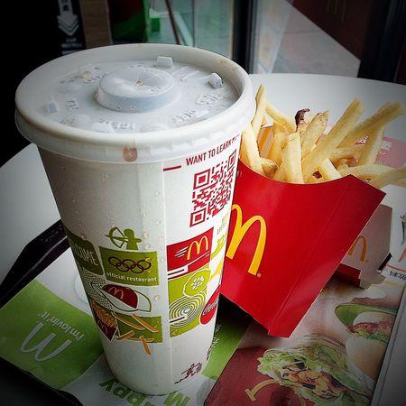 麥當勞都是為你。當不知道要吃甚麼的話,就來個美式餐飲吧!McDonald's for you. When you do not know what to eat, then to an American restaurant bar!