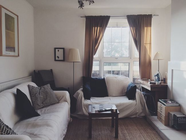 London Flat Interior Apartment Living Room Flat Window Sofa Shared Spaces White Decor Natural Light