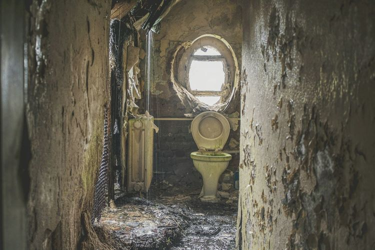 Urbex Urbexphotography Abandoned Abandoned Places Abandoned Buildings Abandoned House Urbexexplorer Urbanexploration Old Decay Urbex_rebels Urbexworld Old Interior Nature Photography Light Hotel Toilet Water Window Architecture