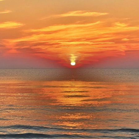 Water Wave Sea Sunset Beach Beauty Horizon Gold Colored Pastel Colored Red Orange Background Moody Sky Sky Only Atmospheric Mood View Into Land Meteorology Refraction Dramatic Sky Cloudscape Romantic Sky Storm Cloud Stratosphere Cumulus Cloud Tide Seascape