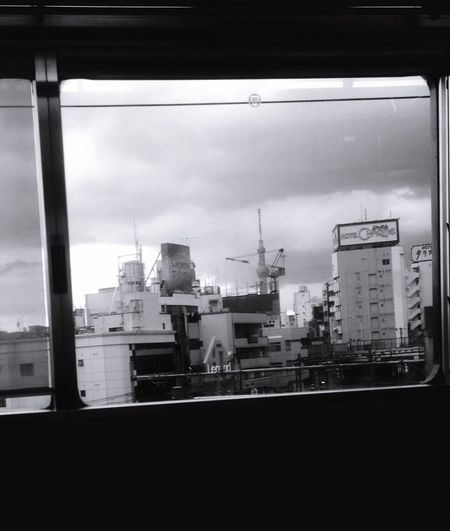 Light And Shadow Skytree Hello World Tokyo Clouds And Sky EyeEm EyeEmBestPics Ueno 電車の窓からパチリ あっ❗️スカイツリー見えた❗️的な感じが出てたらいいんだけど