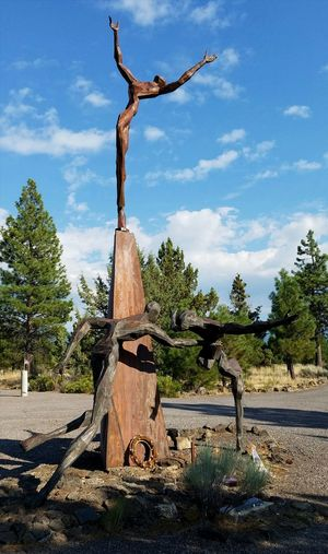 Catching A Falling Soldier Living Memorial Veteran's Sculpture Garden Honoring The Fallen Remembering Weed, CA Servicewomen Serviceman Emotional Memories Veterans Memorial Sculpture Sadness Service To Country Wounded Memorial Quality Of Life Catching Statue Treating The Wounded Dramatic Honor The Week On EyeEm Veteran Memorial Zen Caring