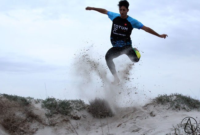 Deporte Mid-air Full Length Motion Jumping Men Saltar Sport Agility One Person Deportista Dunas Dessert Desierto