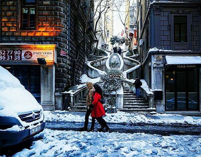 Full Length Winter Snow Cold Temperature One Person City Outdoors Car People Building Exterior Warm Clothing Day Architecture Snowing Adults Only Adult Komondo Merdiveni Red Snow ❄ Beauty In Nature City Life Street Photography Step By Step Komondo Steps Istanbul City