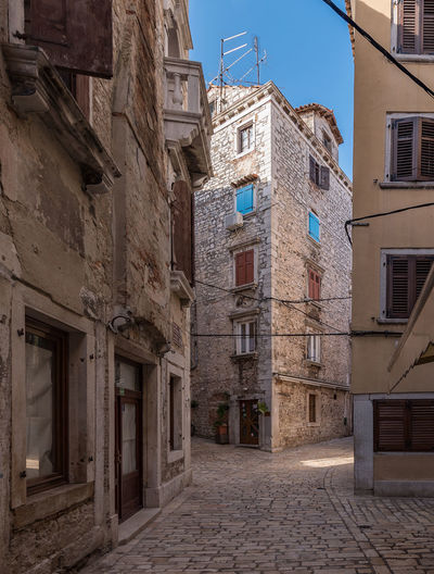 LOST IN AN LANEWAY IN OLD ROVINJ Black & White Cobble Stones Croatia, Sibenik ❤ Light & Shade Old Town Old Electricity Cables, Old Stone Houses Rovinj Shutters Alley Architecture Blue Sky Boarded Windows Building Building Exterior Built Structure Narrow No People Old Door Entrance Old Tv Antenna Outdoors Shadow Stone Lintels, Street Window