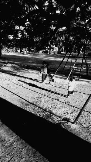 Playing Niños Jugando Blackandwhite Black & White Blanco & Negro  Felicidad Juego De Niños Travesuras Hermanos Children Niñosfelices