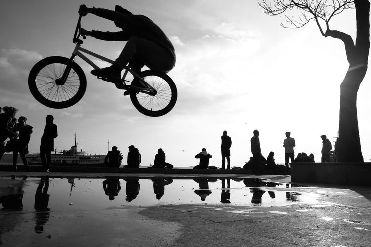 Big Bicycle Jump Bicycle Bicyclelife Bicyle Jump Bicyle Time Bw_collection Bw_lover BW_photography Bws_worldwide City Life Leisure Activity Leisure Time Lifestyles Men Motion Capture Motion Picture Outdoors People Photography People Watching Performance Person Sillouette Street Photography Streetphoto_bw Teenager Life