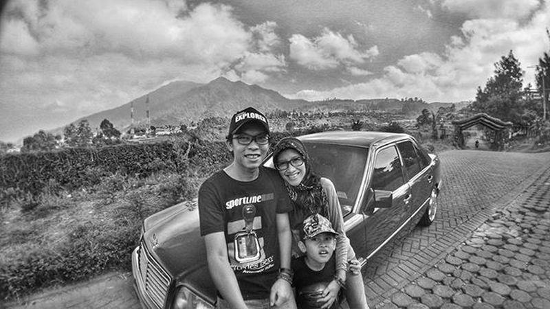 Family Fun Trip W124 Mercedesbenzw124 Instagood Instago Instadaily Insta_kaskus Aic Baraya_ig Instasunda Bw Bnw Blackandwhite Monochrome