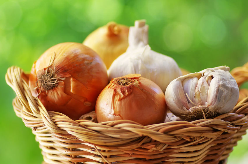 garlic and onion in basket Culinary Garlic Onion Basket Close-up Food Raw Food Vegetable