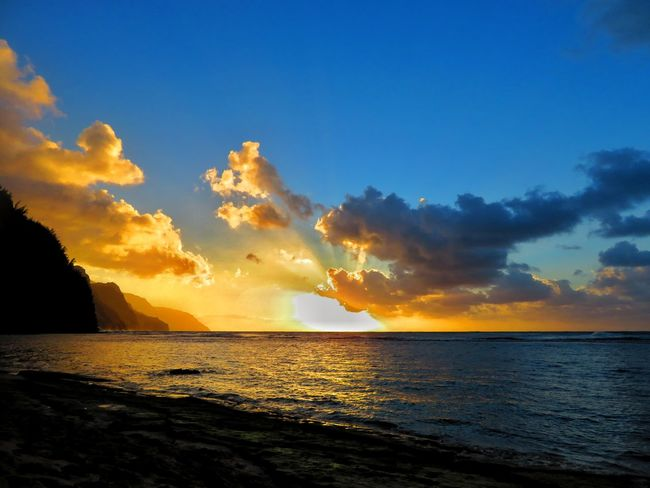 Beach Photography Kauai Nature Rain Beach Beauty In Nature Kauai♡ Ocean Rainbowsky Sunrise Sunrise_sunsets_aroundworld Sunset Sunset #sun #clouds #skylovers #sky #nature #beautifulinnature #naturalbeauty #photography #landscape Perspectives On Nature Be. Ready. An Eye For Travel
