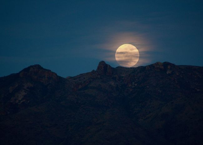 Relaxing night in New Mexico Nm New Mexico Mountain View Desert Beauty Naturelovers Las Cruces Organ Mountains Outdoors Landscape Ameturephotography Canonphotography Fullmoon