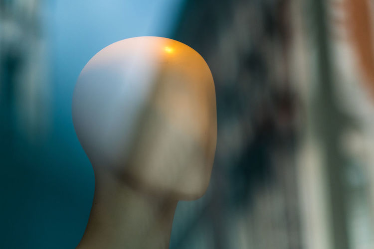 City Faceless HEAD Mannequin Orange Reflection Blue Dummy Headshot Outdoors Outdoors Photograpghy  Shop Window Street Photography Streetphotography Window