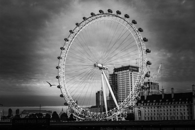 London eye Canonphotography Winter Cold Autumn Market Amaturephotography Street Streetphotography Like Followme Life World Canon Photooftheday Photographer Photography Photo Blackandwhite Oldschool LondonEye London Ferris Wheel Amusement Park Sky Arts Culture And Entertainment Big Wheel Fairground Ride Fairground Day No People Shades Of Winter