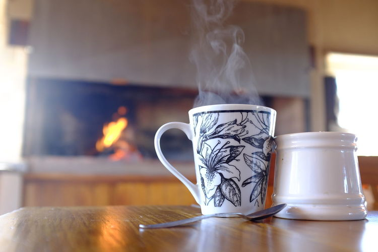 te con jengibre Cup Indoors  Table Burning Heat - Temperature Mug Smoke - Physical Structure Focus On Foreground Coffee Cup No People Close-up Home Interior Fire Drink Motion Food And Drink Flame Fire - Natural Phenomenon Coffee Still Life Crockery Floral Pattern Te InFusion Jengibre Taza Vapor Cuchara Sobremesa