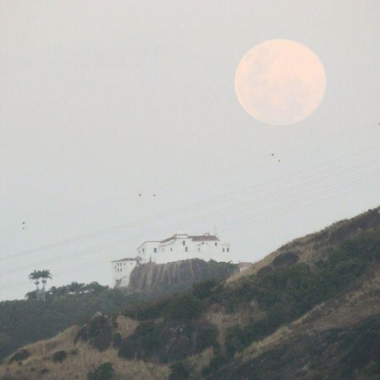 Sobre a Lua de ontem? Como sempre linda e formosa Deontem Semfiltro Lua  Quecopa ConventodaPenha VitóriaES