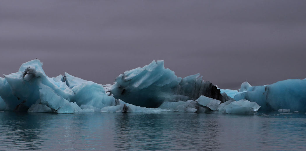 Idyllic shot of glaciers in jokulsarlon against sky