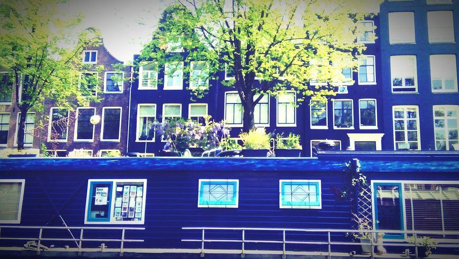 Canal City Life Amsterdam Netherlands Workingintheworld Livingintheworld Water Houseboats Tinyhouseliving Reduction Blau The Architect - 2016 EyeEm Awards