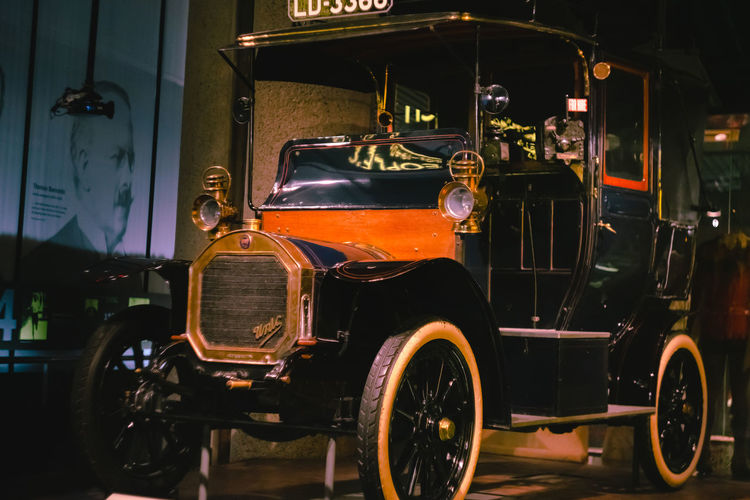 "9 December 2018, London. Tourists are excited to see the London""s one of the earliest motorised taxis at the Museum of London Museum Of London London City Of London Travel Destinations Travel Tourist Attraction  Tourism Transportation Vintage Cars Vintage Old 1800s 1900s Car Lights Black Capped Chickadee No People"