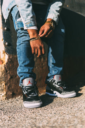 Levis Nike Air  Air Jordan 35mm Canon 6D Fashionblogger Fashion Photography Street Portrait Street Photography Fashion&style Vscofilm Out Of The Box