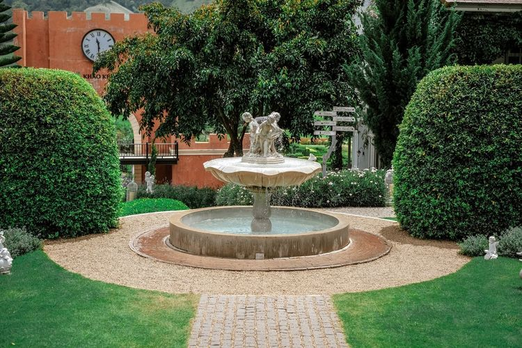 Architecture Art And Craft Built Structure Day Flowing Water Formal Garden Fountain Garden Garden Path Green Color Growth Hedge Nature No People Ornamental Garden Outdoors Park Park - Man Made Space Plant Sculpture Spraying Topiary Tree Water