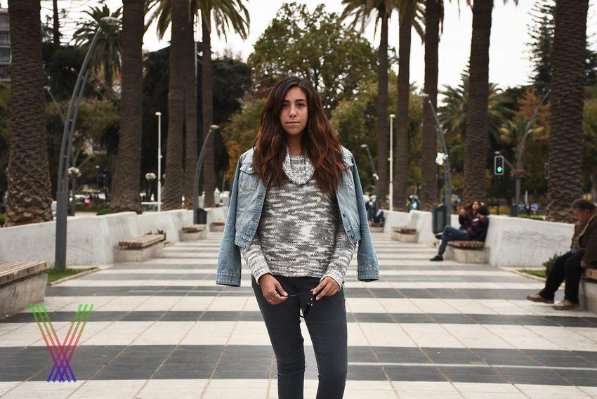 Plano americano One Person Places Plaza Woman Portrait
