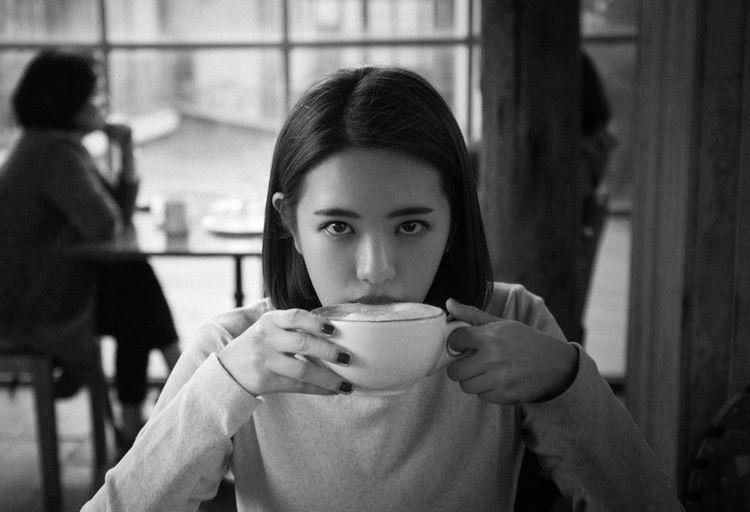B&W Portrait Blackandwhite Cafe Eye4photography  EyeEm Best Shots Faces Of EyeEm Portrait Portrait Of A Friend Portrait Of A Woman