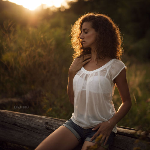 Sunset with Judith Available Light Photography Photo Photooftheday Picoftheday Model Female Model Curly Smile Sensual_woman Sensual 💕 Sun Summer Summertime Autumn Girl Girls Photographer JuergenBauerPictures Beauty Adult Only Women Fashion Young Adult Redhead Sunlight Sunset Portrait Long Hair Fashion Model