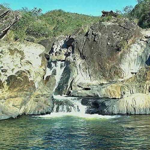 🌅 Cachoeira do Castelinho 📌 Chapada / MG Varamato Campingdochara Cahoeira Cachu Cachueira Trekking Hiking Agua Minasgerais MG