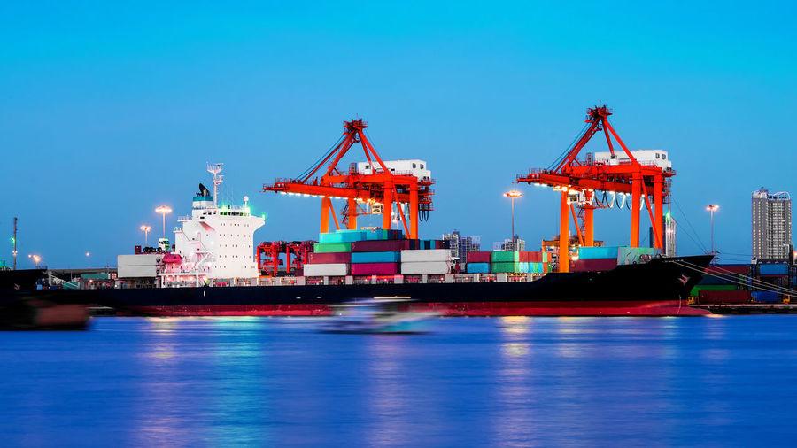 Cargo sea port