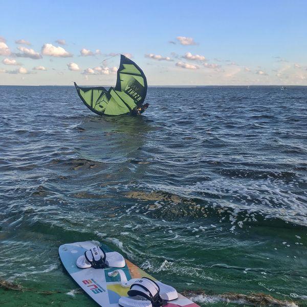Kiteboard Kitesurfing Kite Water Sea Sky Real People One Person Leisure Activity Horizon Horizon Over Water Beauty In Nature Lifestyles Sport Day Adventure Outdoors