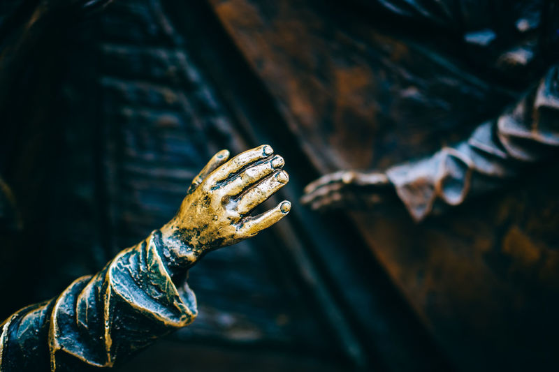 """hands"" (at St. Pancras) Art EyeEm Best Shots Focus On Foreground From My Point Of View Getting Inspired Had  Hands Sculpture Selective Focus Focus Object"