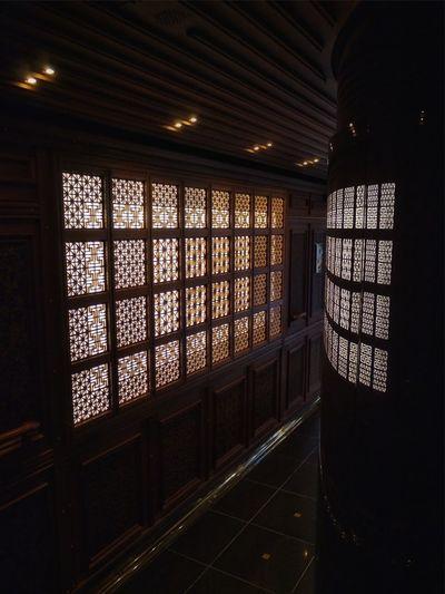 "Inside The Train JR Kyushu SWEET TRAIN ""ARU RESSHA"" Car No.2 Lobby Light And Shadow Softness In Edges Interior Design Exterior Design by Eiji Mitooka+Don Design Associates 水戸岡鋭治 : Panasonic Lumix GX1 LUMIX G VARIO 14-45/F3.5-5.6 28mm handheld No Filter No Flash"
