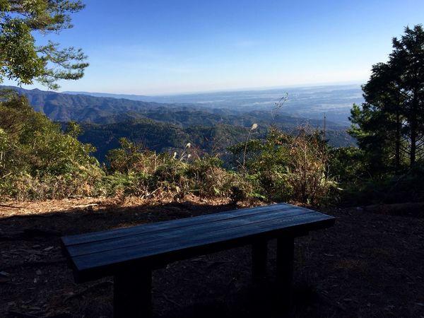 下山中のほっとする景観。太平洋も空もボクも青い。黄昏るのはまだまだ先だ。 Relaxing Mountain View IPhoneography Bulue Sky