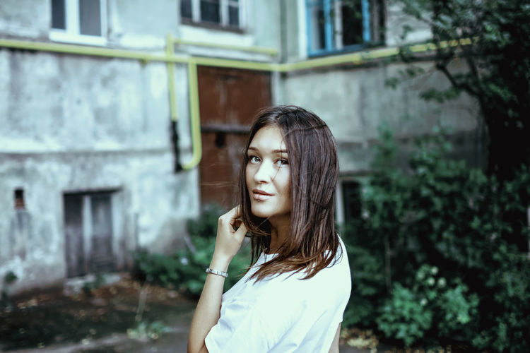 instagram @koolikov One Person Young Adult Portrait Lifestyles Focus On Foreground Building Exterior Standing Real People Young Women Hairstyle Hair Leisure Activity Looking Day Long Hair Brown Hair Beautiful Woman Casual Clothing портрет девушка стена дом окна растения