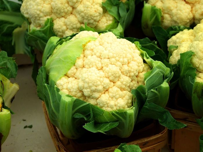 Head of organic cauliflower for sale at farmers market Farmers Market Cauliflower Cauliflowers Close-up Day Farm To Market Farm To Table Food Food And Drink Fresh Vegetables Freshness Green Color Head Of Cauliflower Healthy Eating Healthy Vegetables Leaf Marketplace No People Organic Organic Vegetables Outdoors Vegetable Vegetables