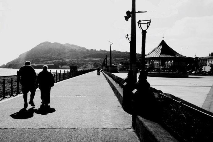 People People Watching Seaside Sea Mountain Old Couple Couple Love Sun Shadows Shadow Tent Walking Strolling Bray Bray, Ireland Bray Head Cross Bray Hill Bray Beach Wicklow