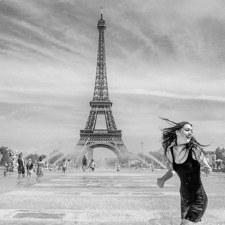 Trocadeiro Paris 263photo Paris263 Eiffeltower Igersparis Igrsparis Capturestreet Streetphotography Paris Blancetnoir Blackandwhite Parisien
