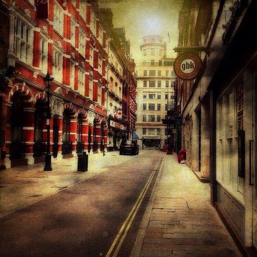 #tinyshutter #iphone #ampt_community #london #streetscape #street #road #withiphone Street IPhone London Road Streetscape AMPt_community Tinyshutter Withiphone