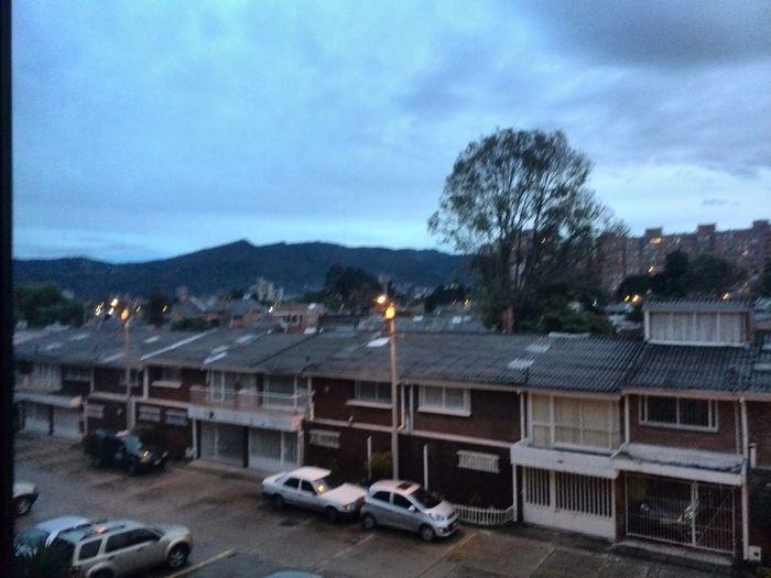 Cielo Azul en un Hermoso Atardecer Bogotano