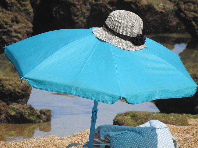 Biarritz, mai 2017. Beach Umbrella Biarritz Biarritz FRANCE Bord De Mer Chapeau Outdoors Parasol Sea Side