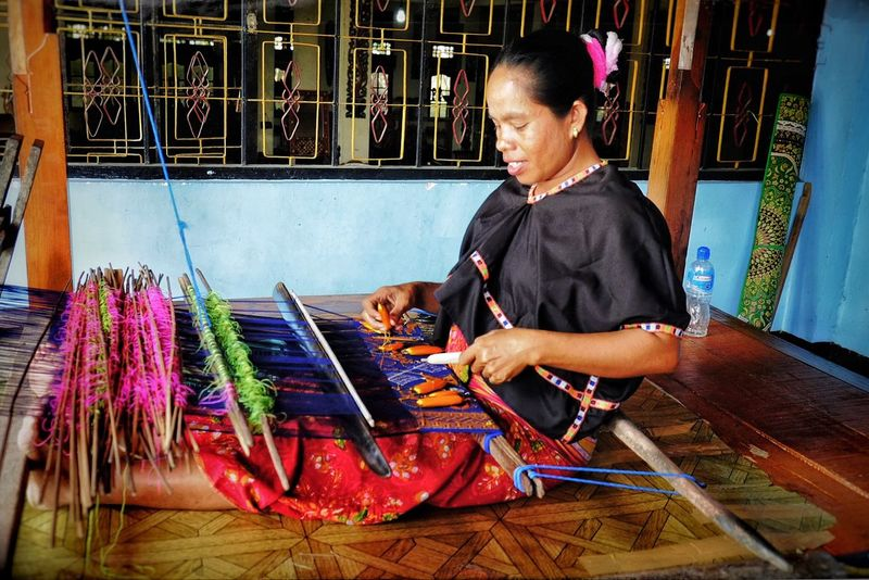 One Person Real People Working Arts And Crafts Traditional Crafts INDONESIA Weaving Art And Craft Loom Traditional Culture Textil Textile Industry Textile Design Textiles Skill  Multi Colored Craftsperson ASIA Textile Workshop An Eye For Travel This Is My Skin