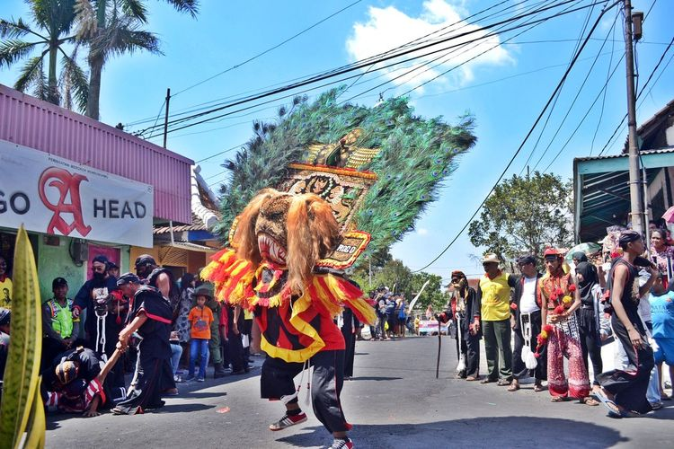 Reog Ponorogo In Indonesia . Art Reog Ponorogo Adults Only Crowd Women City Life City City Street Street Day Adult Outdoors Adults Only Large Group Of People People Only Women Protestor Road Sky Real People Building Exterior Architecture Tree The Week On EyeEm