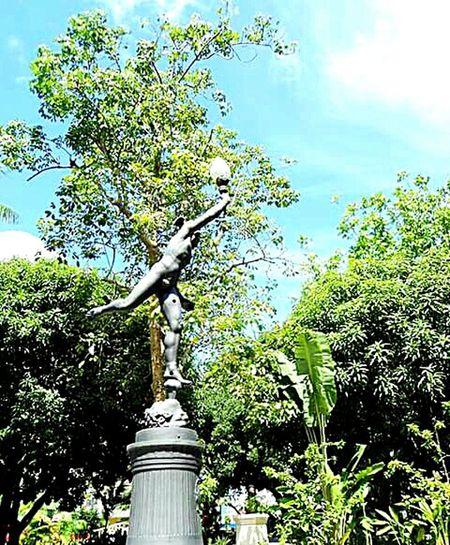 Estatua De Mercúrio Mercurygodstatue Statue In The City Cityscapes Urbanphotography